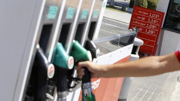 Repostar en la gasolinera concreta puede ayudar a ahorrar al conductor unos cuantos euros