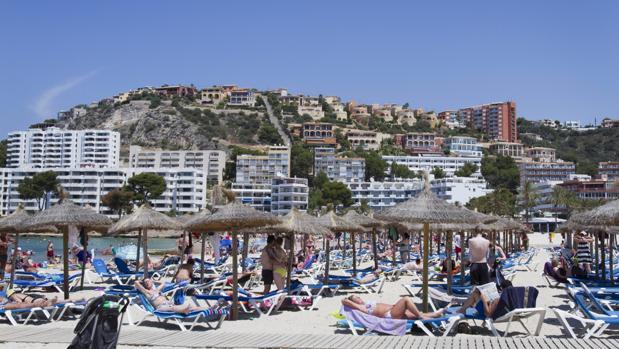 Las playas de Baleares atraen a muchos turistas cada verano