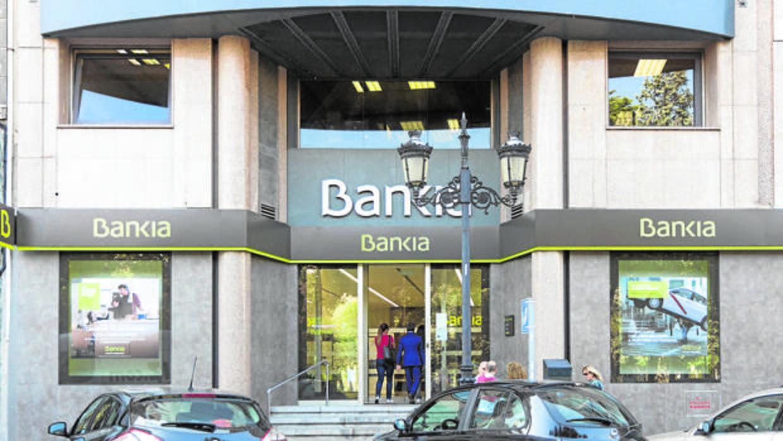 bankia se libra del veto de la ue y volver a dar cr dito