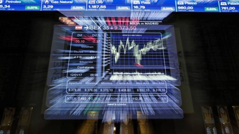 El Ibex abre el año con una subida del 0,44% y se acerca a los 10.100 puntos