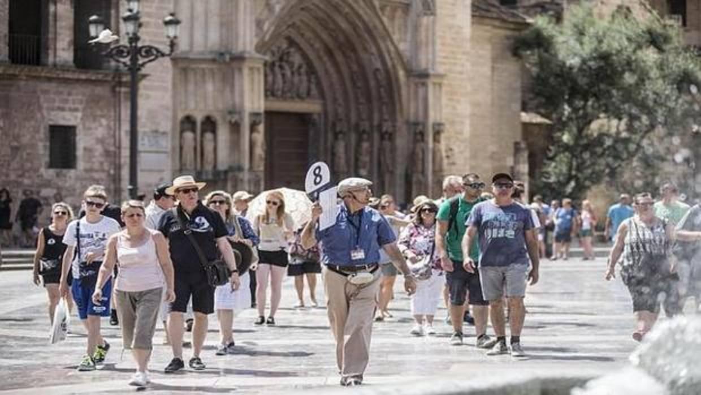 El gasto de los turistas extranjeros crece un 10,3% en España y baja en Cataluña