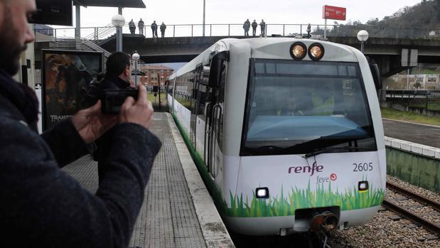 Presentación del tren propulsado por gas natural licuado