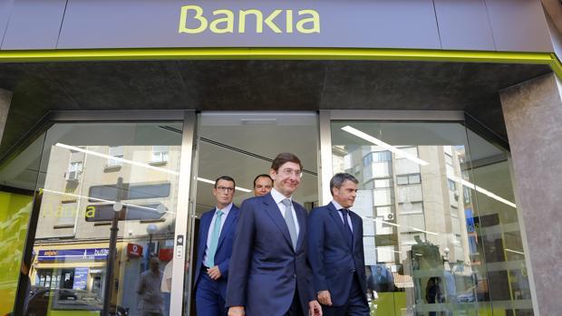 Los trabajadores de bankia convocan paros por el ere para for Bankia oficina por internet