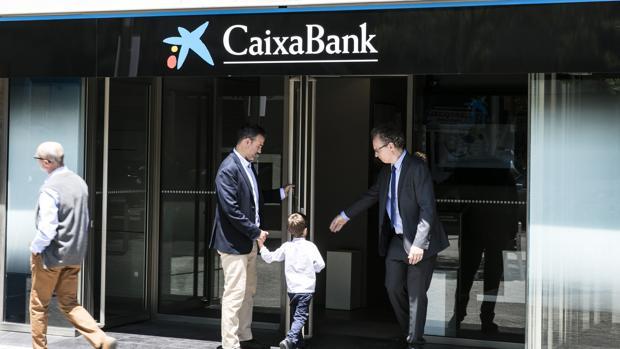 Caixabank limita de a 11 horas el servicio de caja ya for Oficinas caixabank madrid