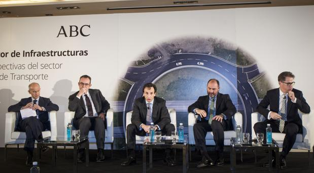 Una de las mesas redondas del X Encuentro del Sector de Infraestructura ABC-Deloitte