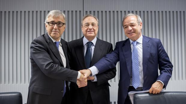 Giovanni Castellucci (Atlantia), Florentino Pérez (ACS) y Marcelino Fernández (Hochtief), al anunciar la opa conjunta