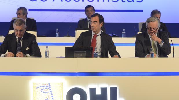 El presidente de OHL, Juan Villar-Mir, en el centro de la imagen