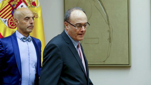 El gobernador del Banco de España, Luis María Linde, en el Congreso de los Diputados