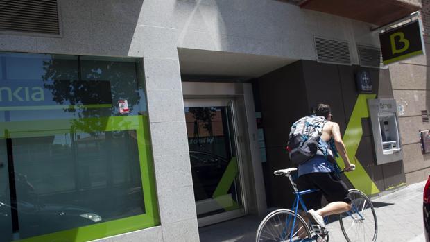 Bankia gana casi un 25 menos por falta de plusval as el for Bankia oficina movil