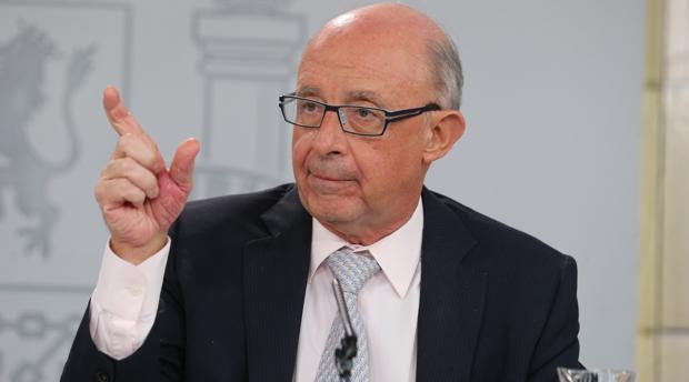 Cristóbal Montoro, ministro de Hacienda, hoy en la rueda de prensa posterior al Consejo de Ministros