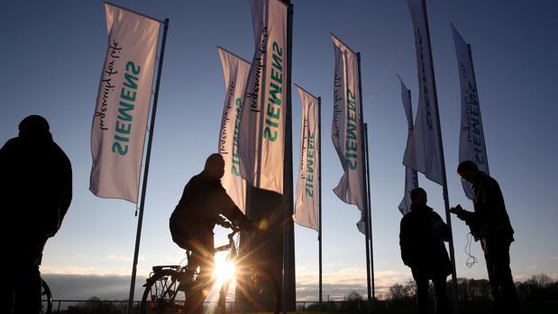 La compañía alemana quier reducir costes e inversiones para la división Electricidad y Gas, apuntan medios alemanes