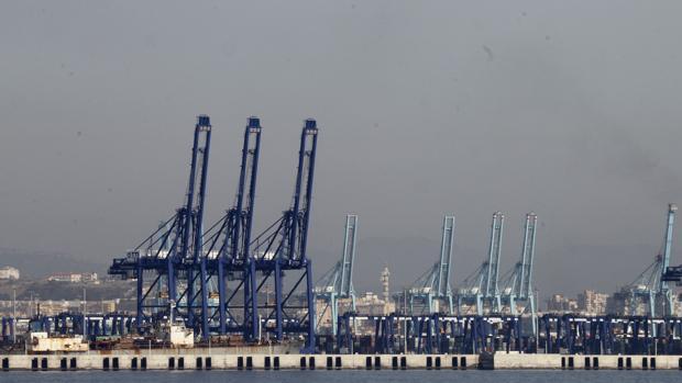 El puerto de Algeciras, durante las jornadas de huelga del pasado mes de junio