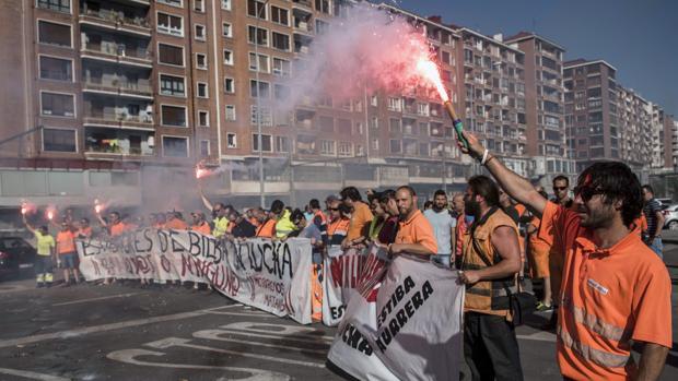 Una imagen de la huelga de estibadores en el Puerto de Bilbao el pasado junio de 2017