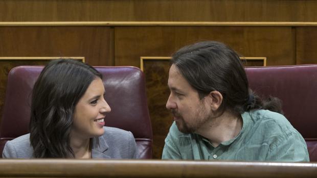 Los diputados por Podemos Irene Montero y Pablo Iglesias, en una imagen de archivo