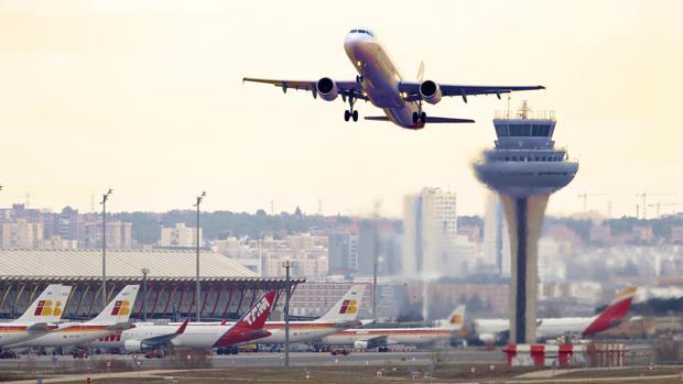 Por compañías aéreas las que agregaron más vuelos a la red fueron Ryanair (+143 vuelos), easyJet (+115 vuelos), Turkish Airlines (+71 vuelos), Lufthansa (+64 vuelos) y Wizz Air (+62 vuelos).