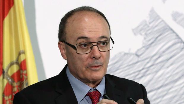 Luis María Linde, gobernador del Banco de España, en un desayuno informativo