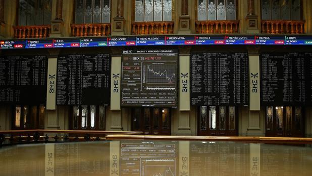 Hemeroteca: El Ibex se desploma un 2,49% y la banca sufre las mayores pérdidas | Autor del artículo: Finanzas.com