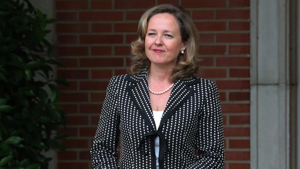 La ministra de Economía, Nadia Calviño, antes de entrar en el Consejo de Ministro