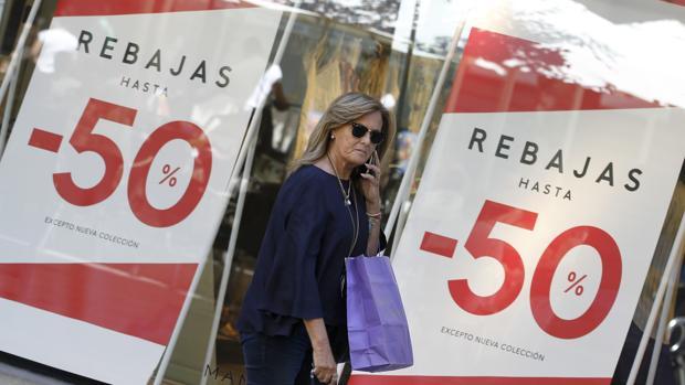 83a00b84398 Economía Desde la firma han puesto en valor los fuertes descuentos del 50%  en moda femenina