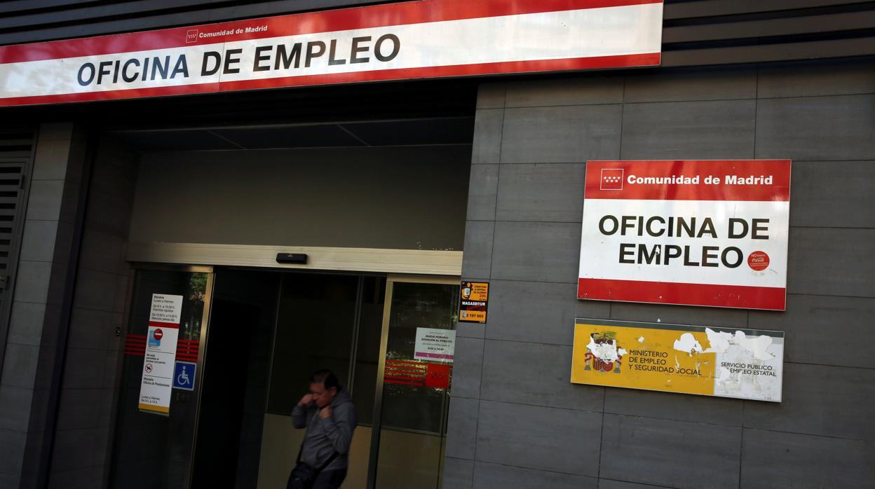 El paro registrado cae casi en personas en junio y marca su cifra m s baja desde - Oficina empleo madrid ...