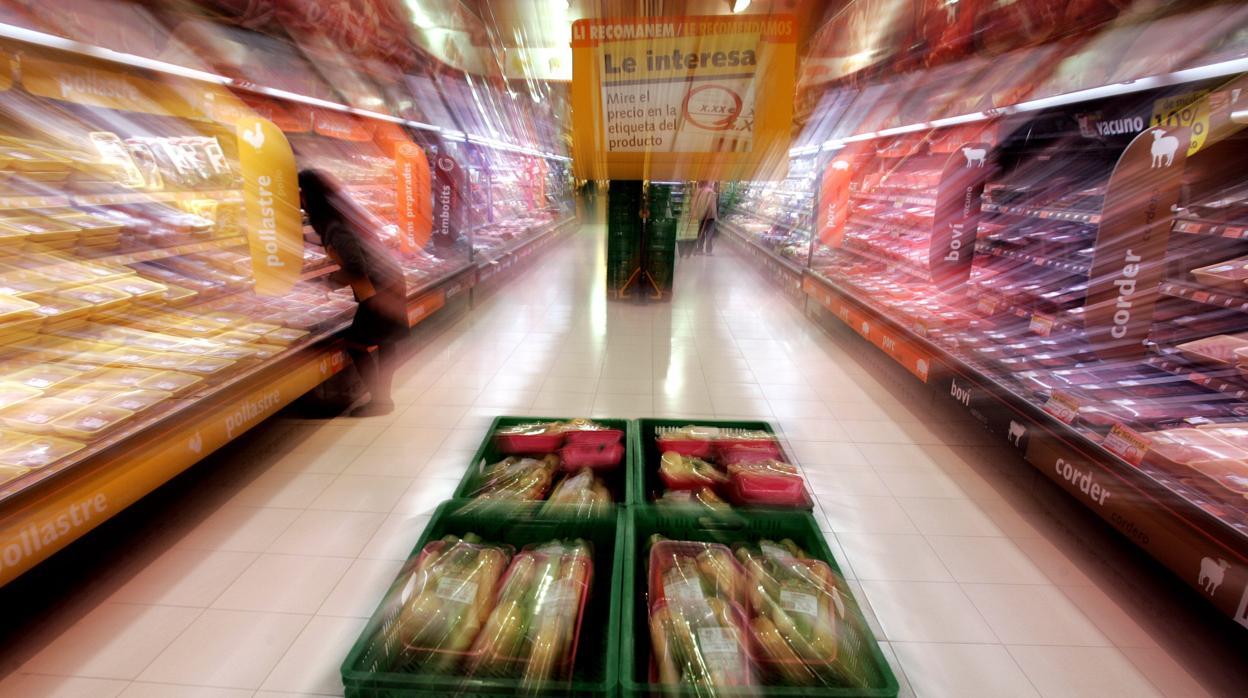 ¿En qué supermercados es más cara la cesta de la compra que hace un año?