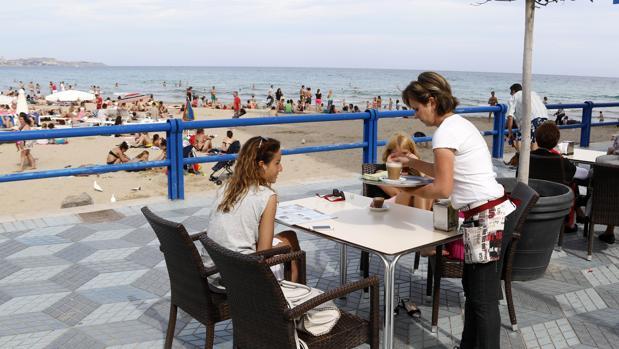 Servicios, hostelería y comercio, bajo la lupa en plena campaña turística
