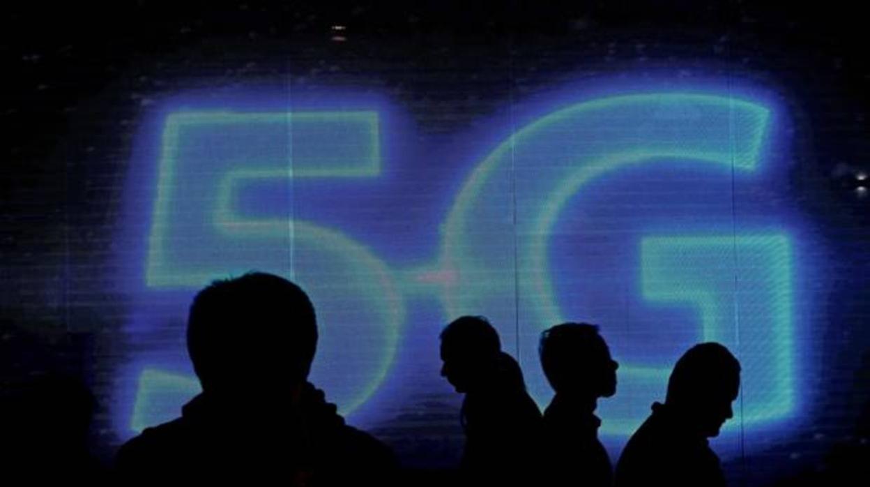 Los operadores ofrecen 194 millones en el primer día de subasta para el 5G