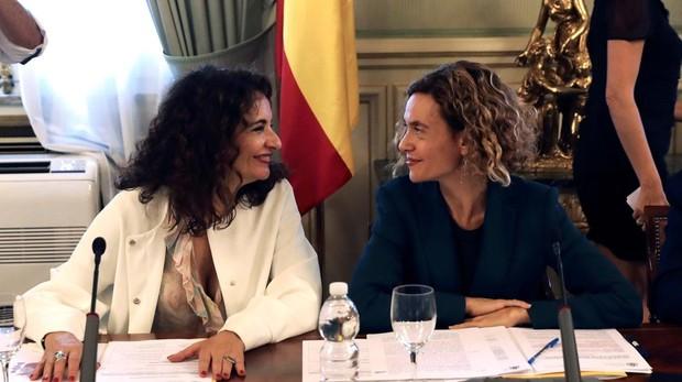 La ministra de Hacienda, María Jesús Montero, junto a la de Administraciones Territoriales, Meritxell Batet en la Comisión Nacional de Administración Local