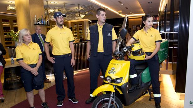 La filial de la distribuidora lleva suministrando los uniformes a Correos desde 2013