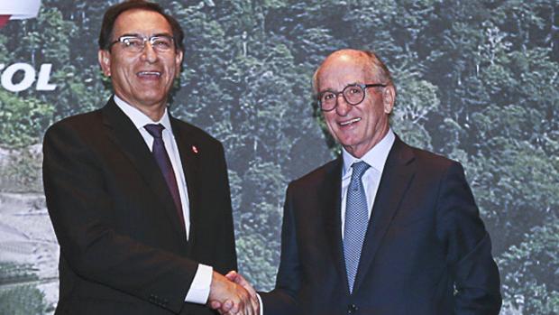 El presidente peruano, Martín Vizcarra, y el presidente de Repsol, Antonio Brufau