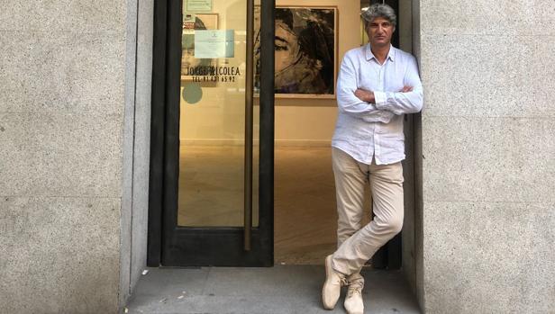 El prestigioso galerista, a las puertas de su sala en Claudio Coello, 28
