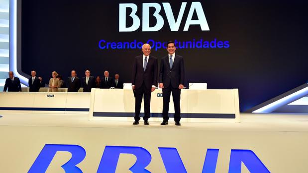 El presidente de BBVA, Francisco González, junto al CEO, Carlos Torres