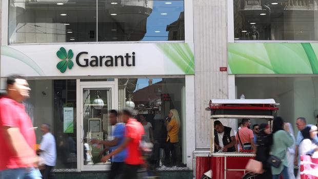 Una oficina del banco Garanti, filial de BBVA, en Estambul (Turquía)