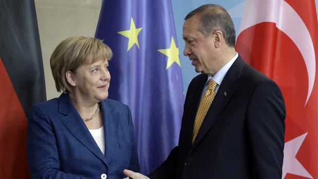 Alemania plantea un rescate a Turquía