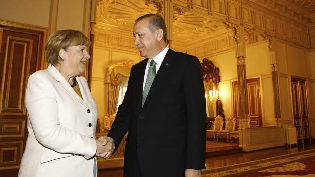 La canciller alemana, Angela Merkel, y el presidente de Turquía, Recep Tayyip Erdogan, en una imagen en 2015