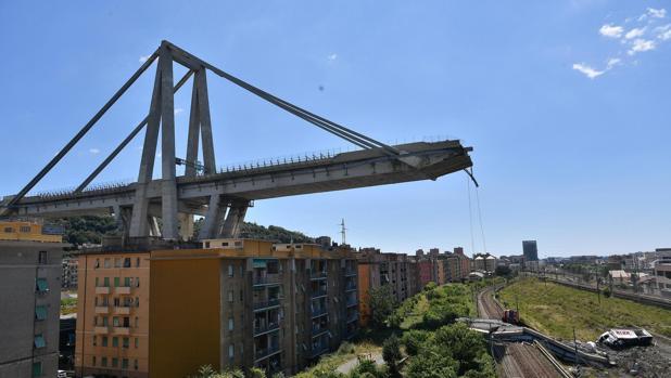 Vista de los restos del puente Morandi, que se derrumbó en Génova