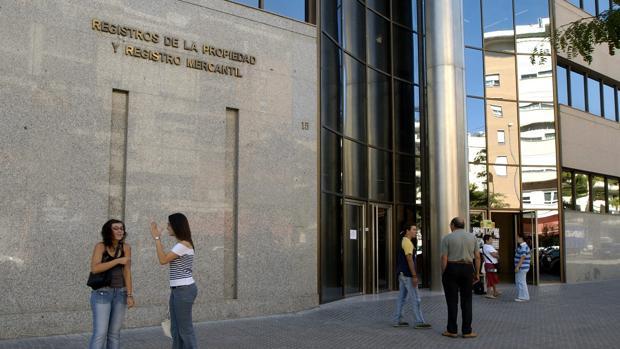 Fachada Registro de la Propiedad en la ciudad de Sevilla