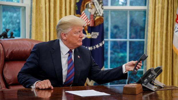 Donald Trump, presidente de EE.UU., durante la llamada con Peña Nieto, presidente mexicano