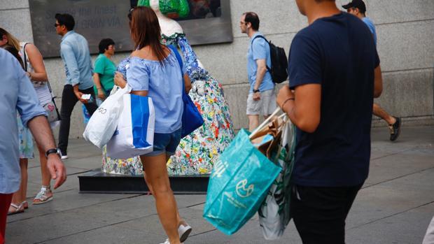 En agosto, los consumidores han valorado la situación actual en 99,3 puntos, 2,4 menos que en julio