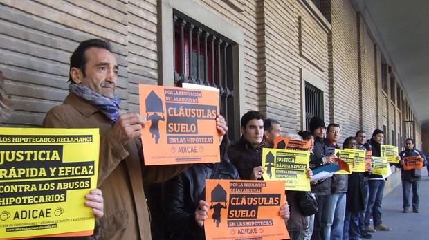 Manifestantes contra las cláusulas suelo