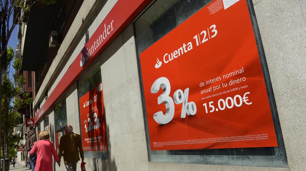 El Banco Santander abrirá desde mañana 500 oficinas por la tarde