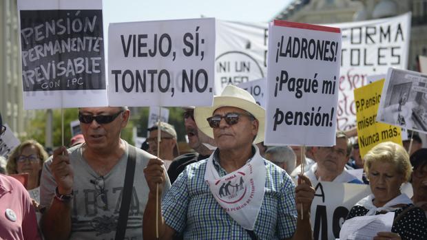 Si se decide pagar el aumento del gasto en pensiones con impuestos, la presión fiscal escalará hasta el 57,2% en 2040,