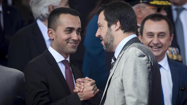 Los dos «hombres fuertes» del Ejecutivo italiano: Di Maio (izda) y Salvini (dcha)