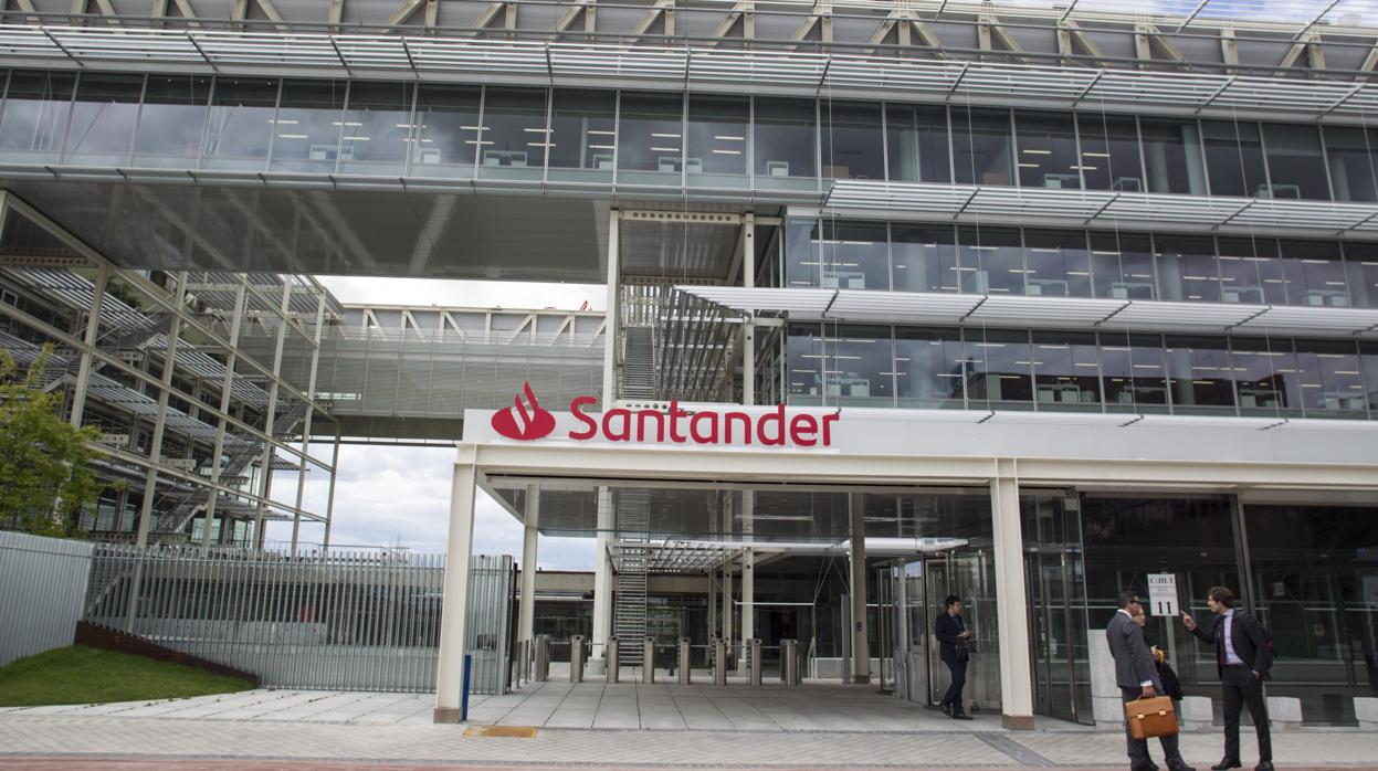 Santander introduce novedades en las hipotecas a tipo variable y en la «Cuenta 1,2,3»