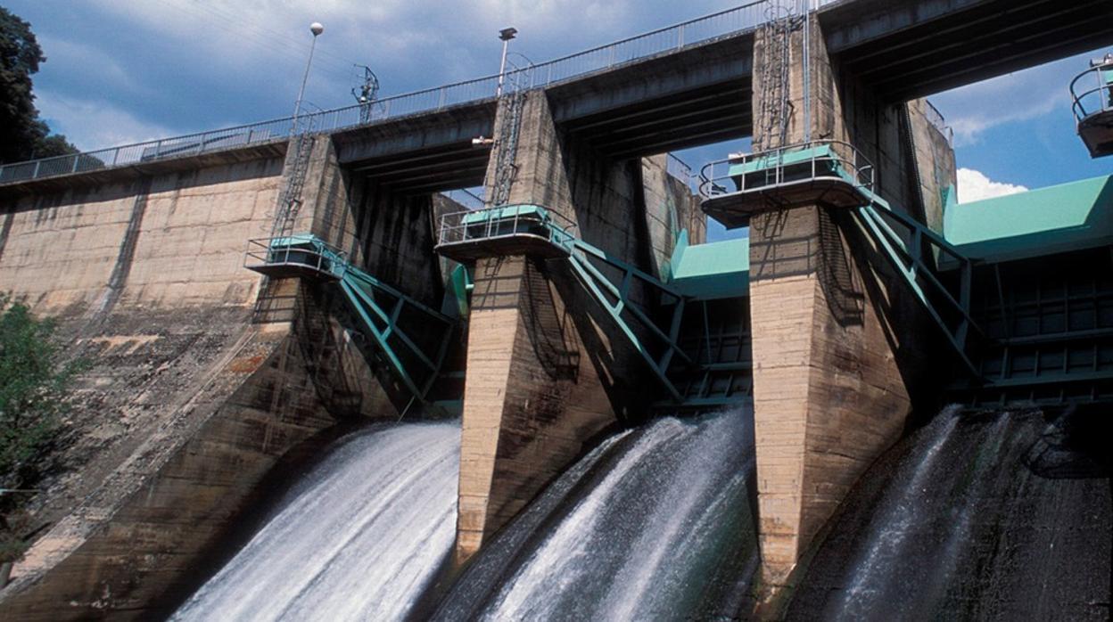 Las eléctricas preparan una batalla judicial contra los recortes de los Presupuestos