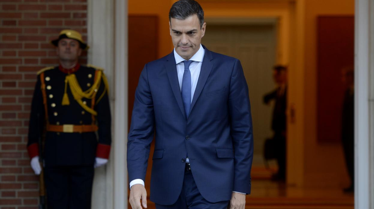 Bruselas regaña a Sánchez por casi triplicar el aumento de gasto recomendado en su propuesta presupuestaria