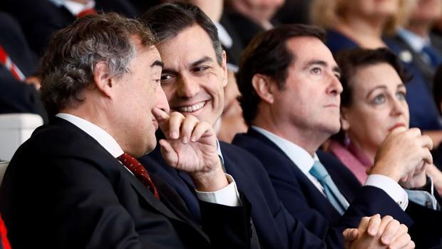 Rosell, Sánchez, Garamendi y Valerio, esta mañana, en la sede del Banco Santander