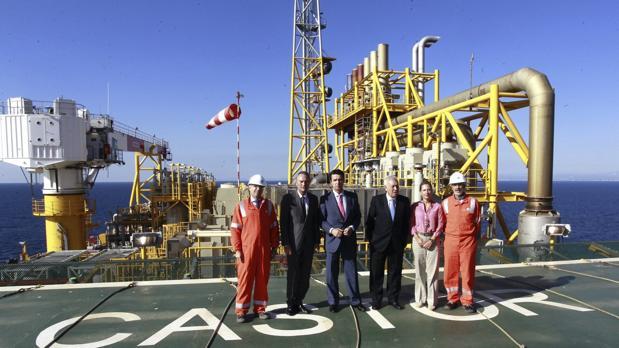 El expresidente de la Generalidad valenciana, Jorge Fabra y los exministros José Manuel Soria y José Manuel Margallo, en una visita al almacenamiento Castor