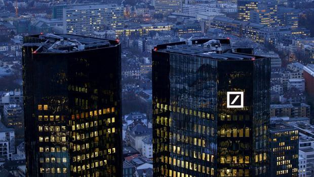 Los títulos de la entidad alemana caen en el DAX entorno a un 4% cerce del mediodía