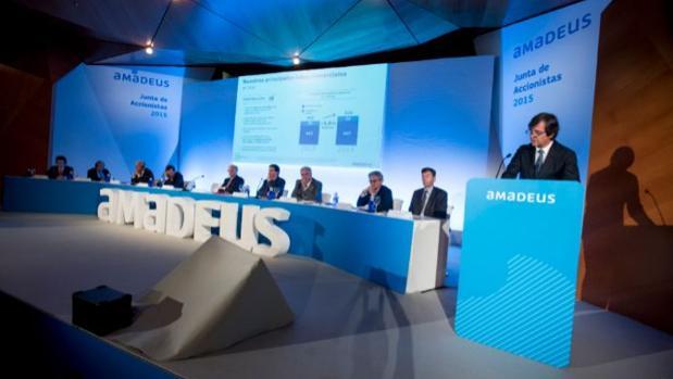 Amadeus y Sabre son los principales proveedores mundiales de sistemas informáticos de reserva y distribución de billetes